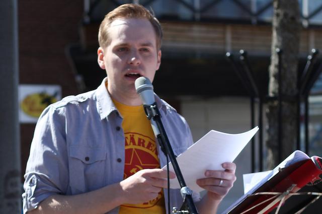 Johan Karlsson (k) talar på Kommunisternas förstamajfirande i Nybro 2013