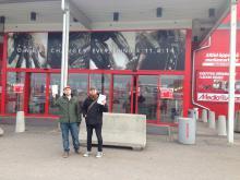 Flygbladsutdelning utanför Media markt